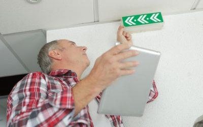 Scopri tutta la segnaletica di sicurezza che ti serve per mettere a norma uffici e luoghi pubblici