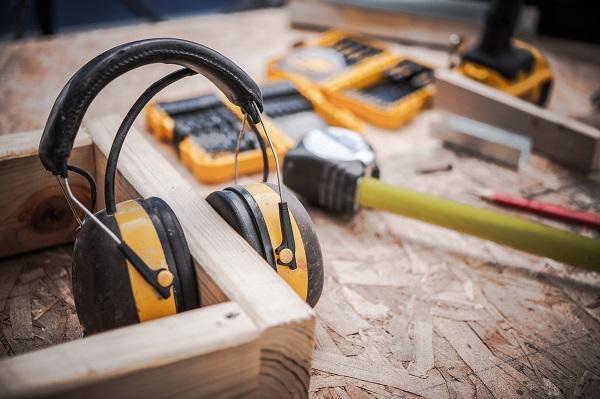 Cuffie di protezione acustica a Milano: SO.GE.PR.IN può aiutarti